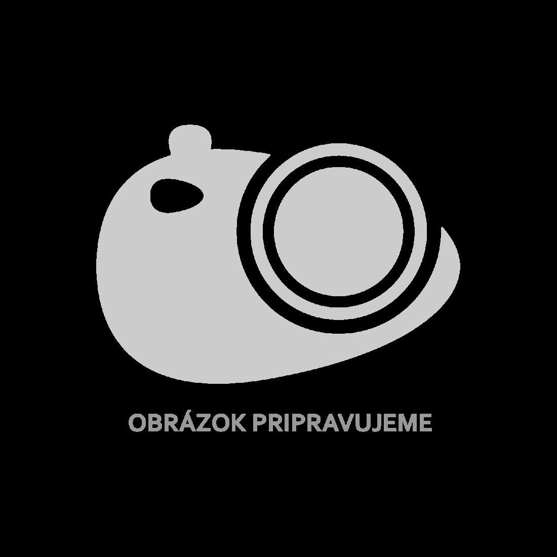 Kovová lavička s motívom tepaného železa v operadle